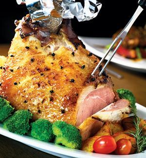 Cách làm món đùi lợn muối tuyệt ngon cho ngày Giáng sinh - 1