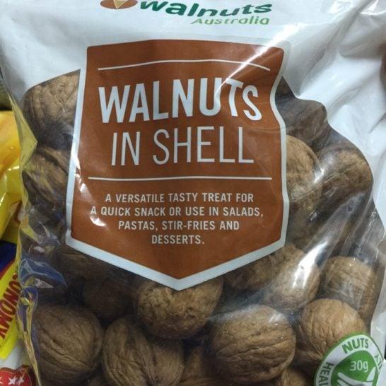 Hạt óc chó Walnuts in Shell Úc - VinFruits