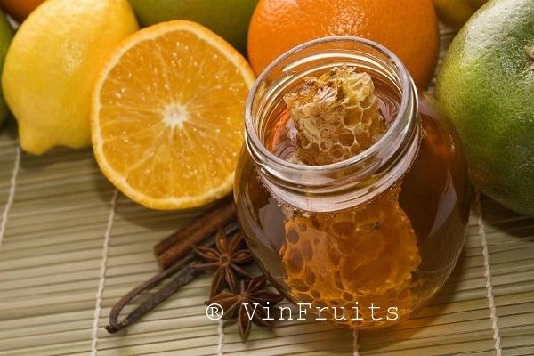 Pha mật ong với quả cam cho bé - Vinfruits