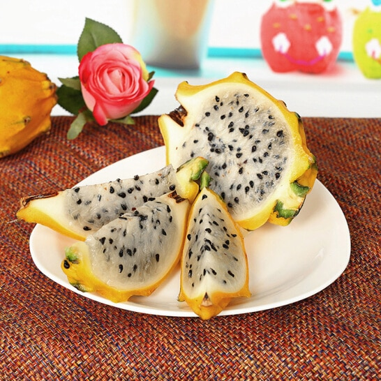 Thanh long vang malaysia - vinfruits.com 1
