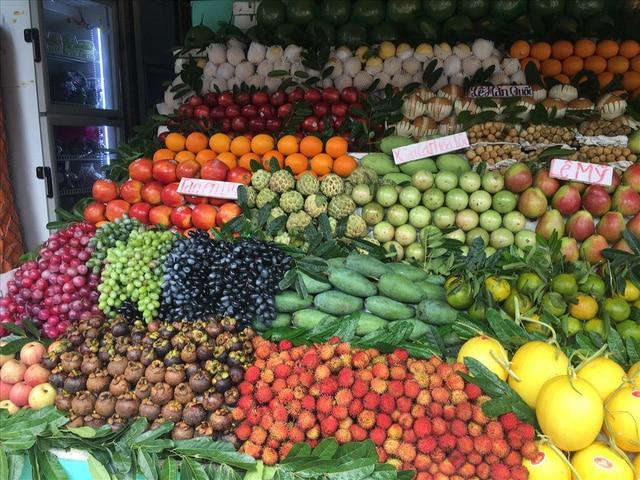 Trái cây được bày bán ngoài chợ