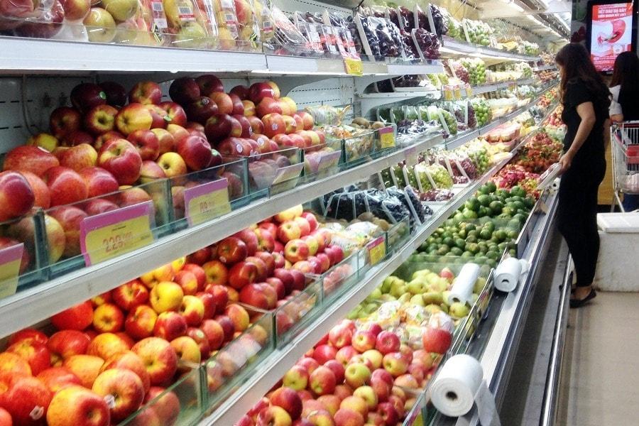 Trái cây được bày bán tại siêu thị